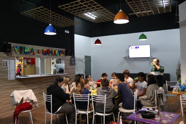 Jóvenes en el Café